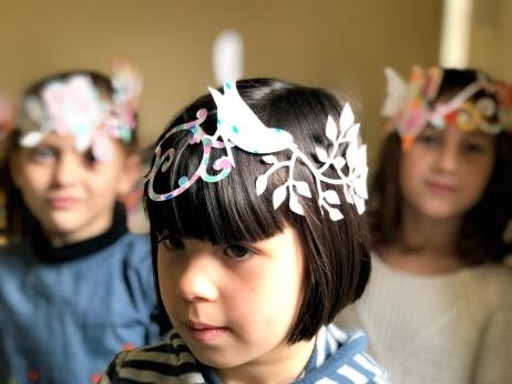 les enfant du cours d'art plastique de robion vaucluse luberon, activité artistique à robion