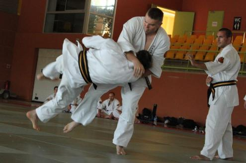 Activité sportive à Robion, Vaucluse, self defense 7