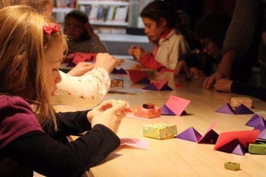 Atelier origami Vaucluse, Bouches-du-Rhône, Gard, Alpes de Hautes Provence -Delphine Minassiam - Médiathèque Saint-Martin-de-Crau - Décembre 2017 - Ateliers créatifs